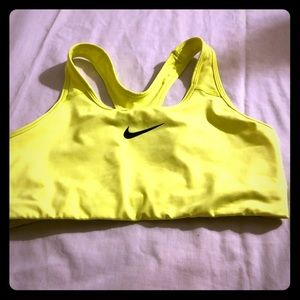 NIKE DRIFIT ATHLETICS WORKOUT BRA IN SIZE LARGE